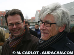 Yves Sente et Johan De Moorécoutant le discours en flamand de François Pernot© Marc Carlot / Auracan.com