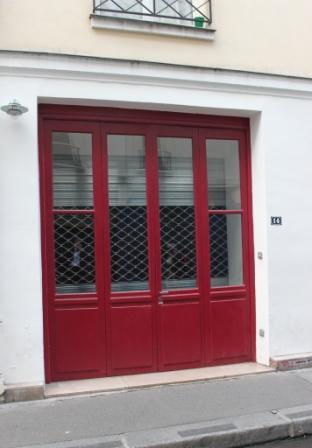 lEntrée de LA Gallery - rue Charles V le rideau est fermé - il n'y a jamais eu d'enseigne © Manuel F. Picaud / auracan.com