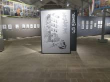 le centre de l'exposition qui scinde les deux revues