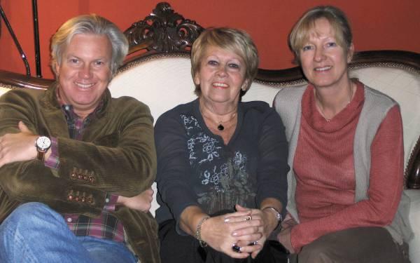 Les héritiers et continuateurs de Peyo : Thierry, Nine et Véronique Culliford en décembre 2007 / DR